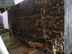 Fornitura lastre grezze lucide 2 cm in marmo naturale BLACK AND GOLD E-41106. Dettaglio immagine fotografie