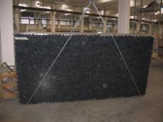 Fornitura lastre grezze lucide 3 cm in labradorite naturale BLUE PEARL GT C-16831. Dettaglio immagine fotografie