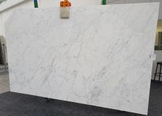 Fornitura lastre grezze levigate 2 cm in marmo naturale CALACATTA MIELE 1303. Dettaglio immagine fotografie
