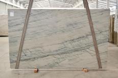 Fornitura lastre lucide 2 cm in quarzite naturale INFINITY GREY 2390. Dettaglio immagine fotografie