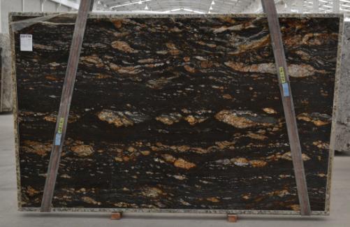 Fornitura lastre grezze lucide 3 cm in granito naturale MAGMA BQ01825. Dettaglio immagine fotografie
