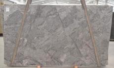 Fornitura lastre lucide 3 cm in quarzite naturale PLATINUM BQ01821. Dettaglio immagine fotografie