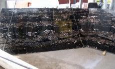 Fornitura lastre grezze lucide 2 cm in marmo naturale PORTORO E-B12034. Dettaglio immagine fotografie