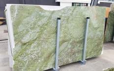 Fornitura lastre grezze lucide 2 cm in marmo naturale VERDE MING ZL0076. Dettaglio immagine fotografie