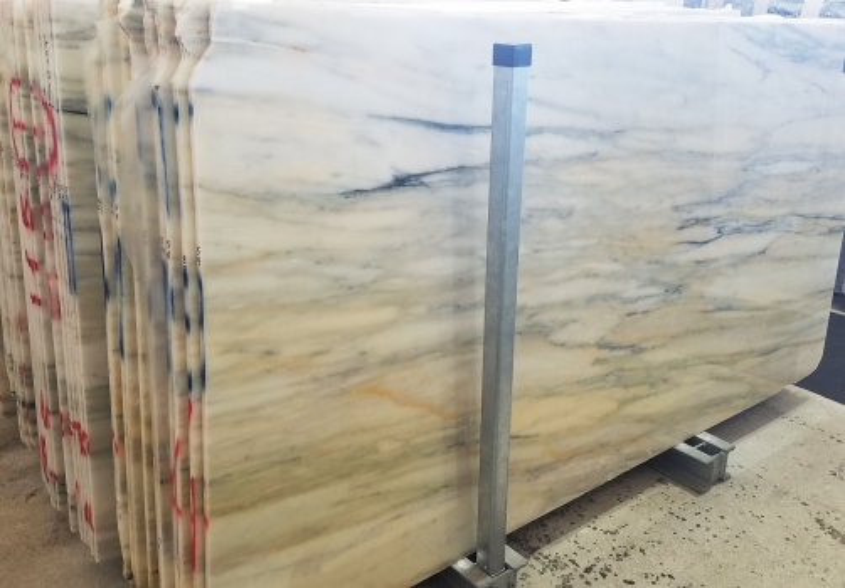 CALACATTA CREMO Fornitura Veneto (Italia) di lastre grezze lucide in marmo naturale AA T0191