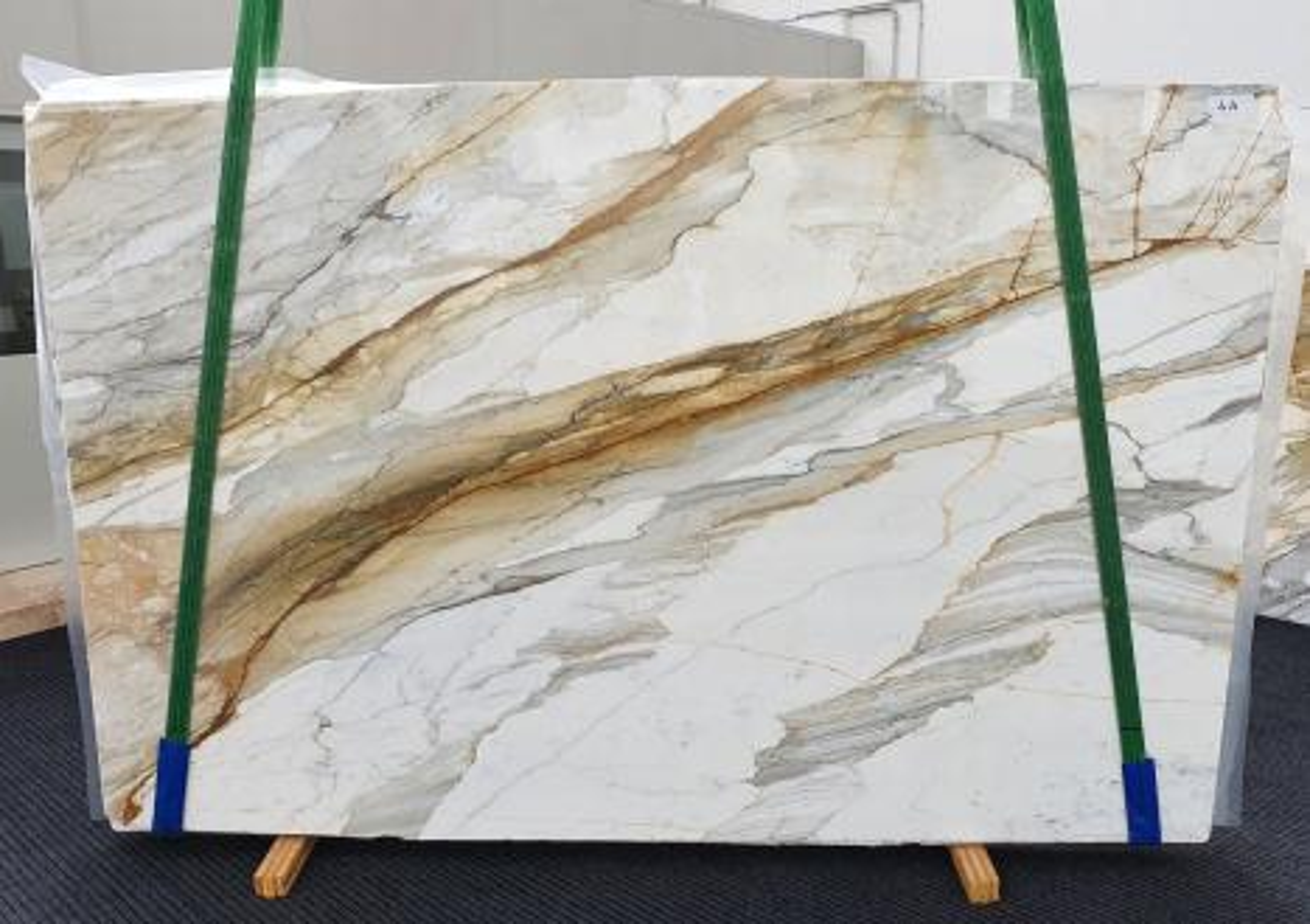 CALACATTA MACCHIAVECCHIA Fornitura Veneto (Italia) di lastre grezze lucide in marmo naturale 1354 , Slab #44