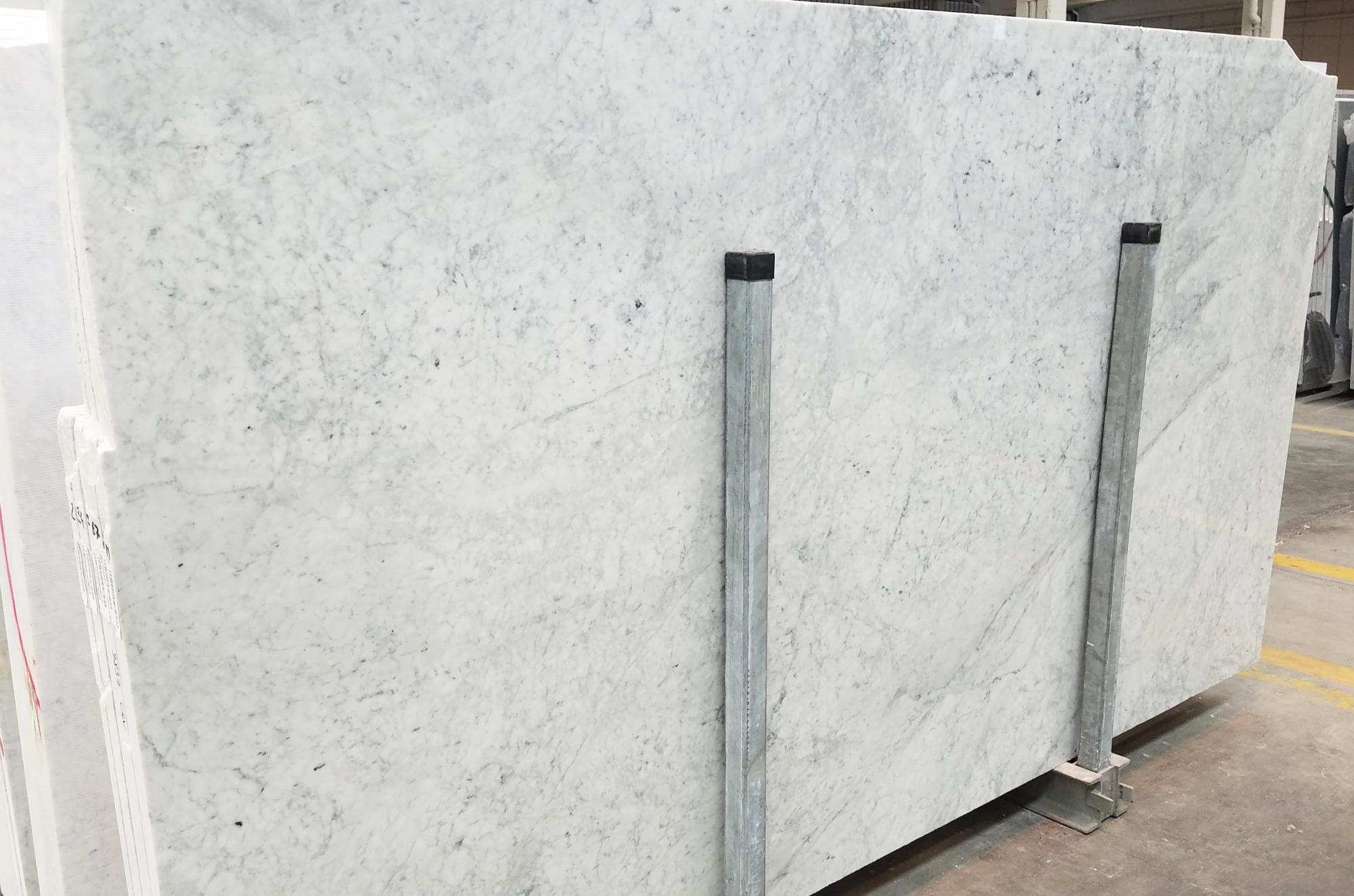 CARRARA Fornitura Veneto (Italia) di lastre grezze lucide in marmo naturale 1693M , SL3CM