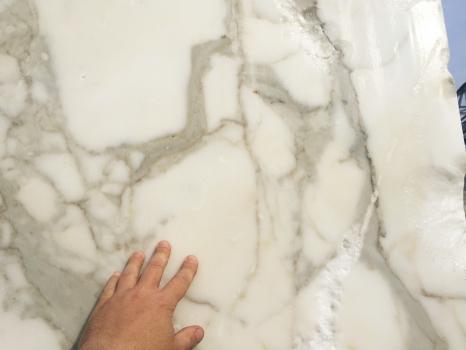 CALACATTA ORO EXTRA 1 blocco marmo italiano grezzo Face A,  310 x 205 x 177 cm pietra naturale (disponibile in Veneto, Italia)